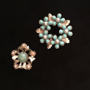 60's Set of 2 Turquoise and Pearl Pins   VS1028